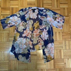 BOHO FLORAL BLOUSE Delicate lightweight material